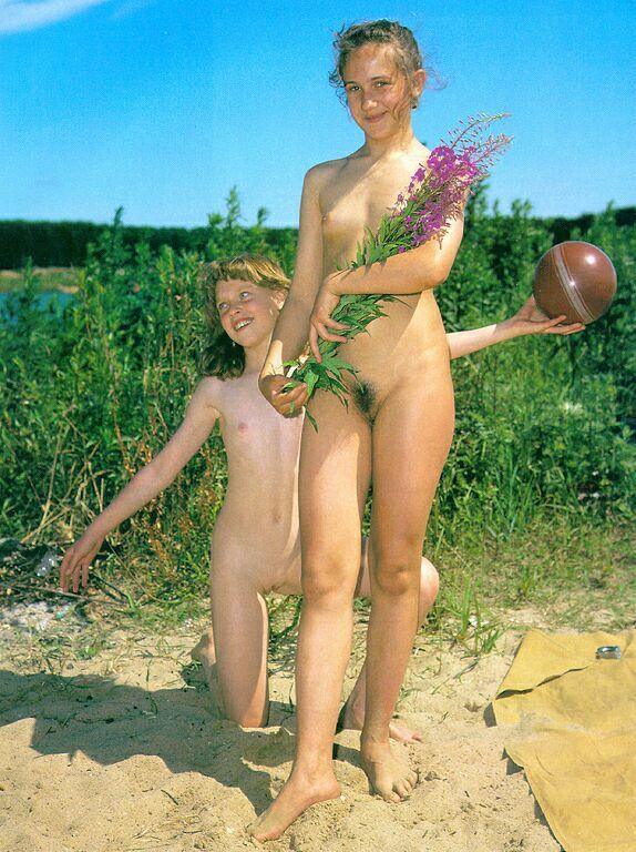 retro nudis family