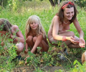 Families of naturists in the country – Watermelon lunch part 4